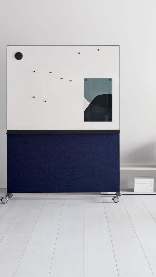 Een afbeelding van een akoestisch schrijfbord op Akoestiekspecialist genaamd Abstracta Alumi Whiteboard.