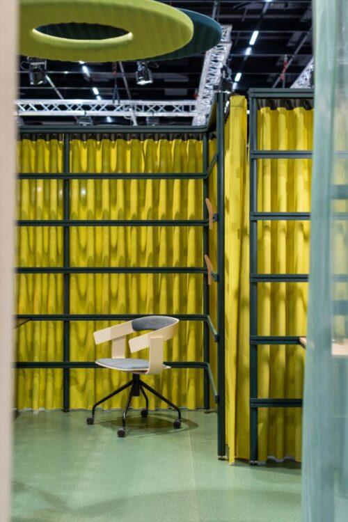 Een afbeelding van een akoestische ruimteverdeler op Akoestiekspecialist genaamd BuzziSpace BuzziBracks.