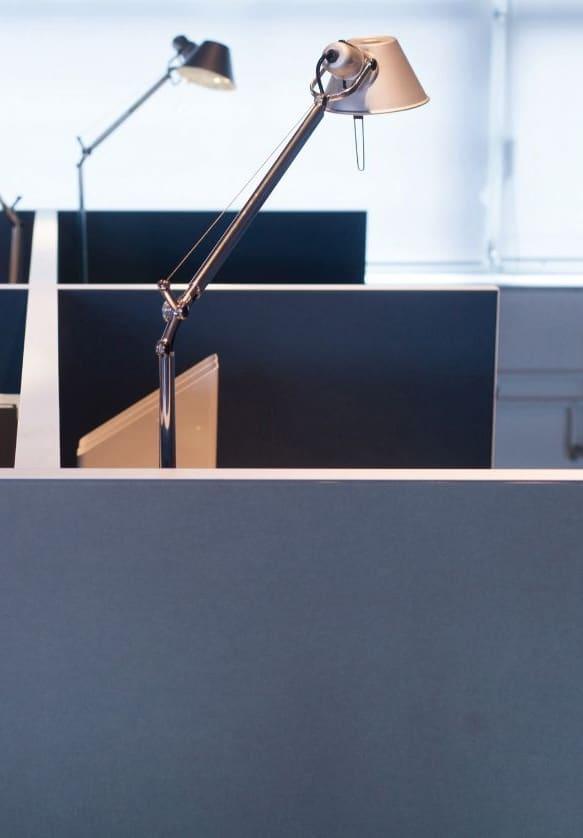 Een afbeelding van een akoestisch bureauscherm op Akoestiekspecialist genaamd Deblick Bureauscherm Cross Basic.