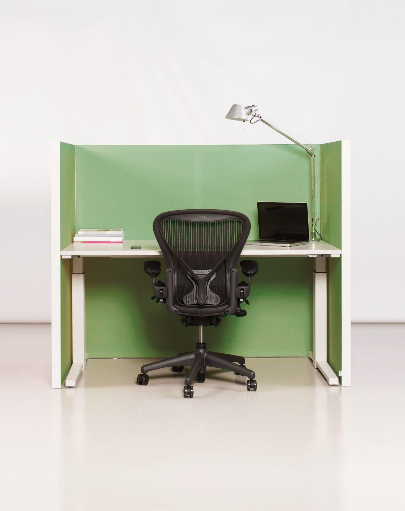Een afbeelding van een akoestisch bureauscherm op Akoestiekspecialist genaamd Deblick Mono Basic.