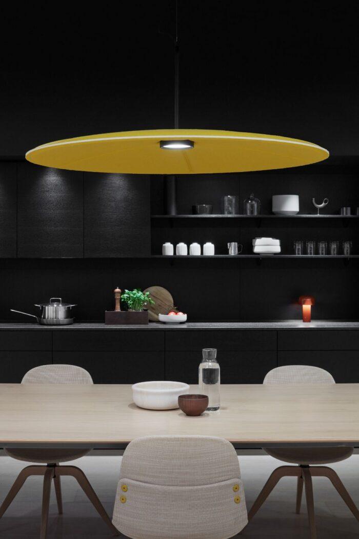 Een afbeelding van een akoestische hanglamp op Akoestiekspecialist genaamd Abstracta Lily.