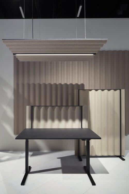 Een afbeelding van een akoestisch ruimteverdeler op Akoestiekspecialist genaamd Abstracta Scala Floor.